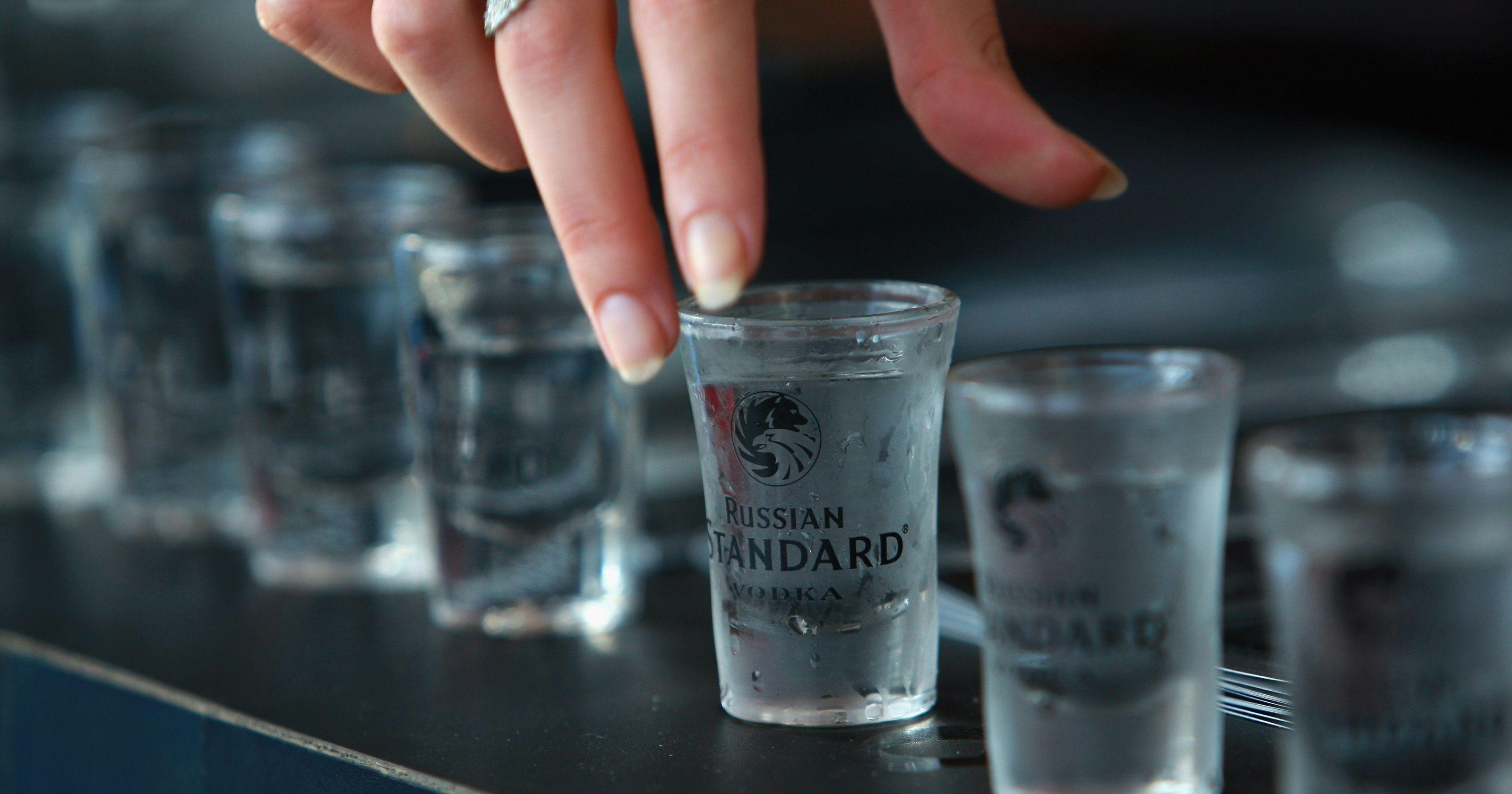 как выпить стакан водки
