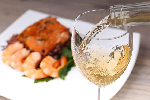 Картинки по запросу белое вино и еда