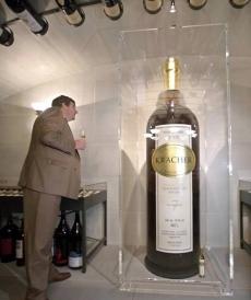 Самая большая бутылка вина в мире