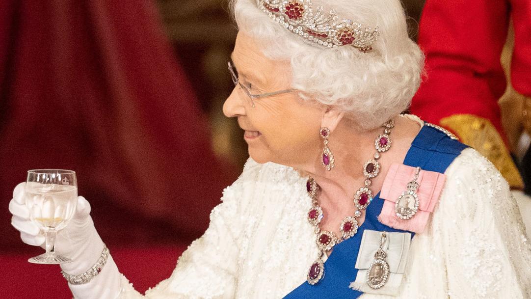 Что пьет королева Великобритании и другие знаменитости?#Aliantavin