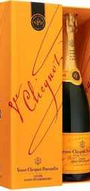 Шампанское белое брют «Veuve Clicquot Cuvee Saint-Petersbourg Brut»