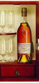 Коньяк французкий «Courvoisier Succession J.S.» в подарочной упаковке с 4-мя бокалами