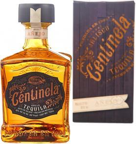 Напиток спиртной «Centinela Anejo» в подарочной упаковке