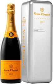 Шампанское белое брют «Veuve Clicquot Brut» в металлическом холодильнике