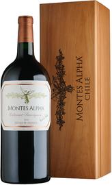 Вино красное сухое «Montes Alpha Cabernet Sauvignon» 2010 г., в подарочном деревянном футляре