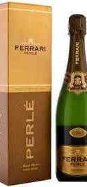 Вино игристое белое брют «Ferrari Brut Perle» в подарочной упаковке