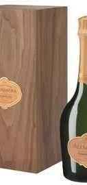 Шампанское розовое брют «Alexandra Grand Cuvee Rose Brut» 2004 г. в подарочной деревянной упаковке