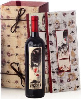 Вино красное сухое «Turriga E ... Venti Isola dei Nuraghi» 2008 г. в подарочной деревянной упаковке