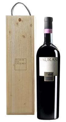 Вино красное сухое «Feudi di San Gregorio Taurasi» 2010 г. в подарочной упаковке