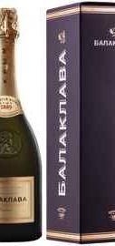 Вино игристое белое полусладкое «Балаклава Мускат» в подарочной упаковке
