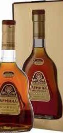 Коньяк армянский «Армина 5 звезд» в подарочной упаковке.