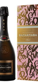 Вино игристое розовое брют  «Балаклава Пино Нуар Розе» в подарочной упаковке