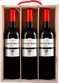 Вино красное сухое «Ramon Bilbao Crianza» 2016 г., в деревянной подарочной упаковке (набор из 3-х бутылок)