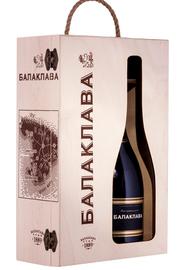 Вино игристое сухое «Balaklava» набор из двух бутылок в деревянной подарочной упаковке